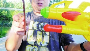 【日常护理】别给孩子玩大型水枪玩具